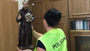 """23-08-2017 12:21 """"Zawinął w kurtkę figurę św. Franciszka i wyszedł"""". Policja zatrzymała złodzieja sakralnych eksponatów"""