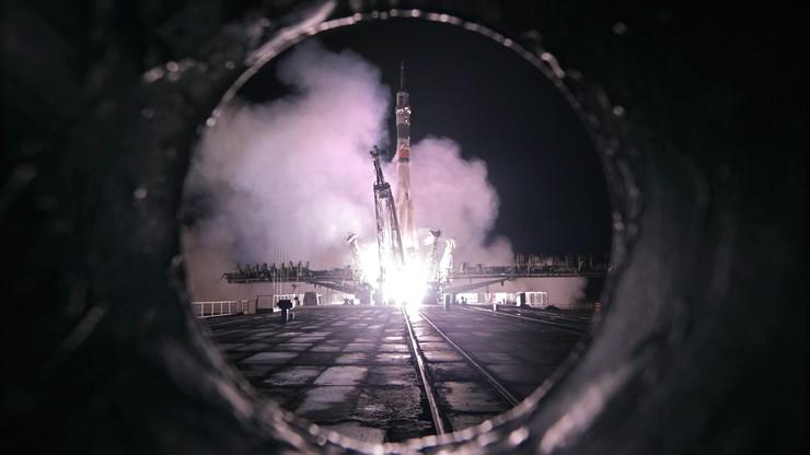 Nowa załoga Międzynarodowej Stacji Kosmicznej na orbicie. Wystartowali przed północą, o świcie już pukali do drzwi