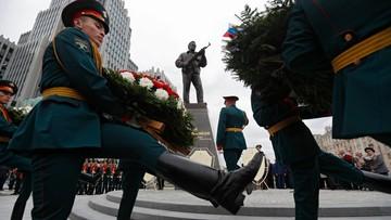 """""""Prawdziwa marka kulturalna Rosji"""". W Moskwie odsłonięto pomnik Kałasznikowa, konstruktora AK-47"""