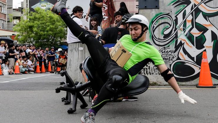 Mieszkańcy Tajwanu ścigali się... na biurowych krzesłach
