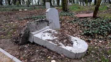 03-04-2017 13:49 Szczecin: wandale zniszczyli ponad 100 płyt nagrobnych z XIX w.