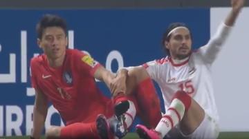 2017-03-29 Kuriozalna sytuacja na boisku! Dwóch zawodników zczepiło się butami (WIDEO)