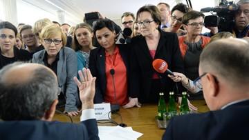 05-10-2016 19:32 Sejmowa komisja odrzuciła projekt o zakazie aborcji. Posłowie zajmą się nim w czwartek