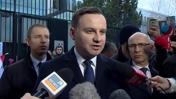 Andrzej Duda pod ambasadą Francji