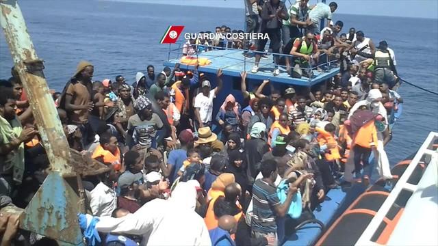 Włochy: ponad 6 tysięcy migrantów uratowano na Morzu Śródziemnym