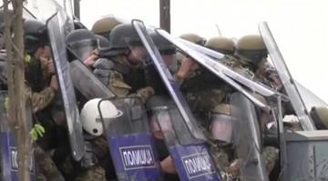 28-11-2015 21:53 Macedonia: policja starła się z imigrantami