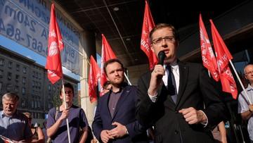 """Narodowcy protestowali przeciw """"ingerencji KE w sprawy Polski"""". Chcą ściągnięcia unijnych flag z Sejmu"""
