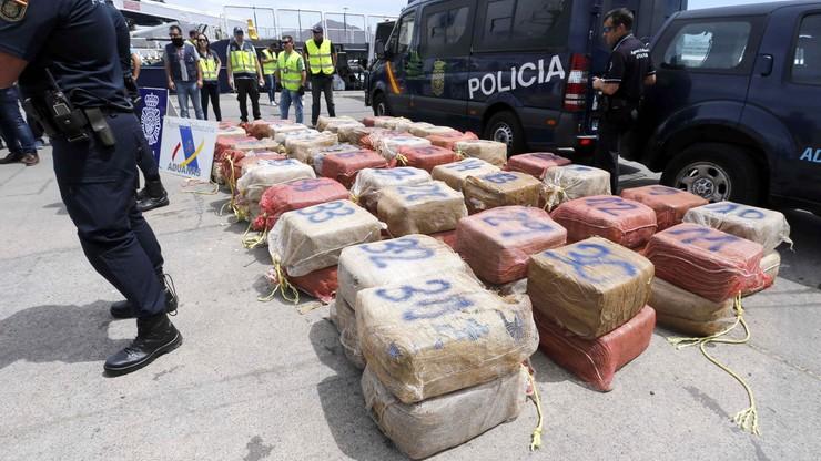 Ponad 5,5 tony kokainy. Hiszpańska policja znalazła narkotyki na statku