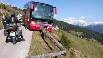 26-09-2017 12:57 Kierowca autobusu zemdlał za kierownicą. Pasażer uratował jadących przed wpadnięciem w przepaść