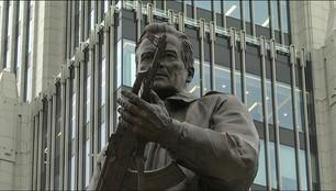 Pomnik Kałasznikowa do poprawki. Umieszczono na nim niemiecki karabinek