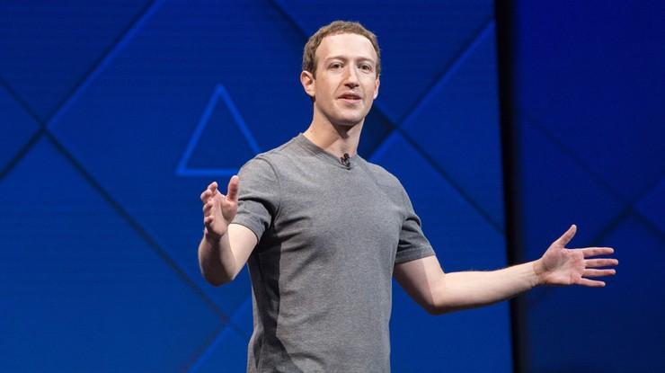 """""""Zatrudnił doradcę Clinton"""". Amerykański portal o ambicjach politycznych Marka Zuckerberga"""