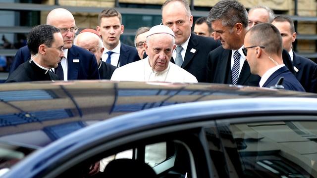 Papież odwiedził w szpitalu kard. Macharskiego