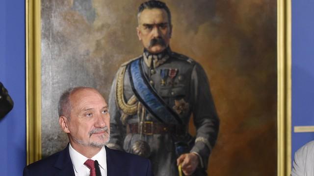 Macierewicz: W Warszawie musi stanąć kolumna chwały Wojska Polskiego