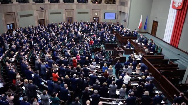 Sejm uchwalił ustawę o darmowych lekach dla seniorów