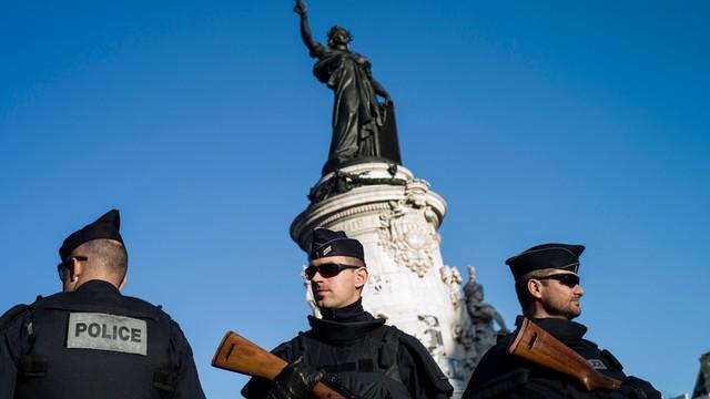 Pierwsze aresztowania po serii zamachów w Paryżu