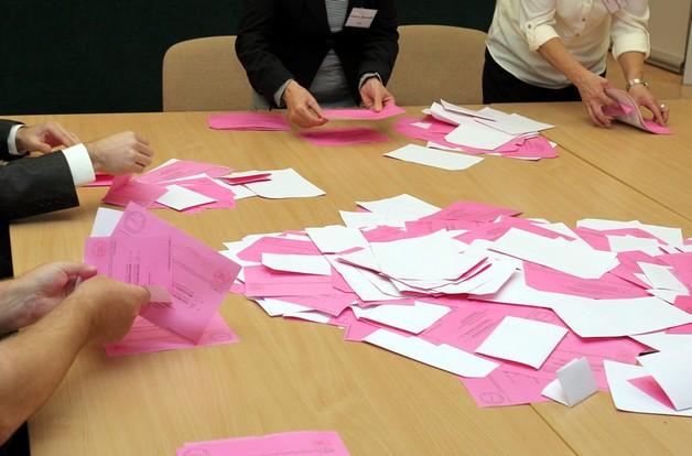 Kraków: błędy w protokołach opóźniają obliczenie wyników wyborów