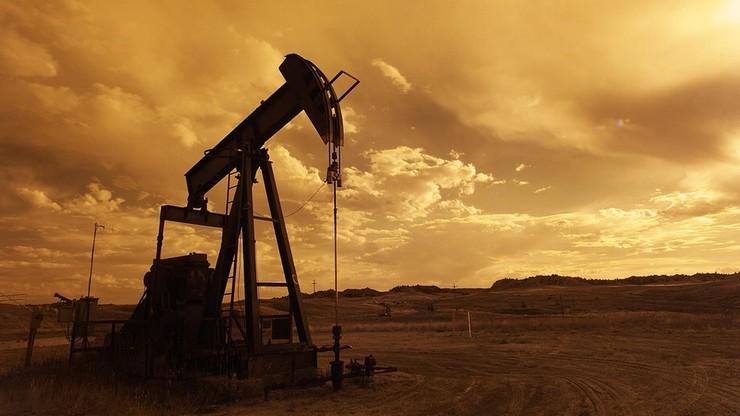 Zapasy ropy w USA rosną. Ale cena baryłki też