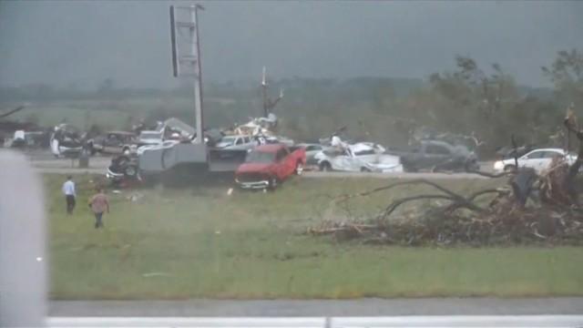 Teksas: Tornado spustoszyło miasto. 5 osób nie żyje, 50 jest rannych