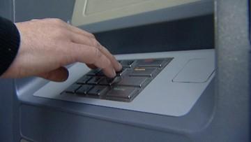 """18-03-2016 13:11 Uwaga na usługę """"przekaz bankomatowy"""". Eksperci od bezpieczeństwa przestrzegają, że można stracić pieniądze"""