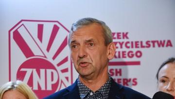 """26-07-2017 09:26 """"Nie możemy ulec presji polityków i lansowanej przez nich polityki historycznej"""". ZNP w liście do nauczycieli"""