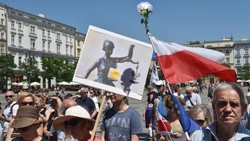 """25-06-2017 15:37 """"Trybunał nie stoi już na straży praw"""". Manifestacja KOD przeciw wyrokowi TK ws. wyboru członków KRS"""