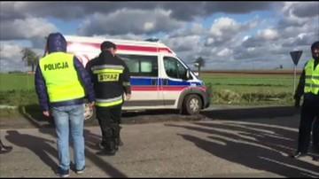Zderzenie samochodu osobowego z busem. 32 osoby poszkodowane