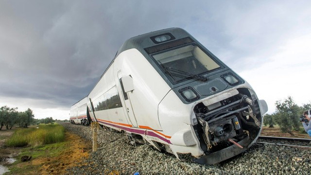 Hiszpania: 27 rannych w wyniku wykolejenia pociągu