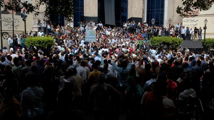 Egipt: premier z czasów Mubaraka uniewinniony, działaczka skazana