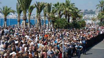 18-07-2016 14:23 Francja: minuta ciszy dla ofiar, okrzyki przeciwko premierowi i prezydentowi