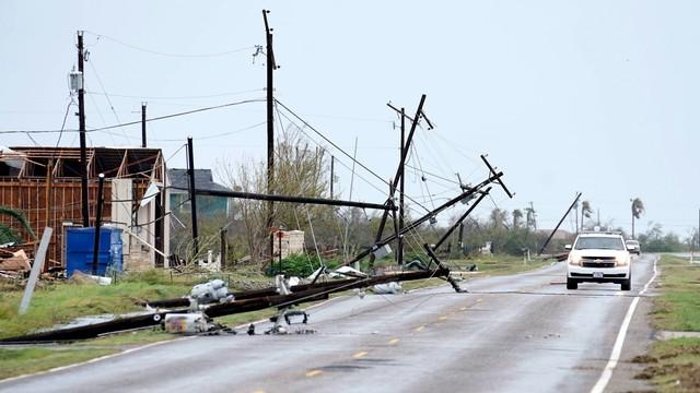 USA: Co najmniej 1 ofiara śmiertelna, 14 rannych po przejściu huraganu Harvey