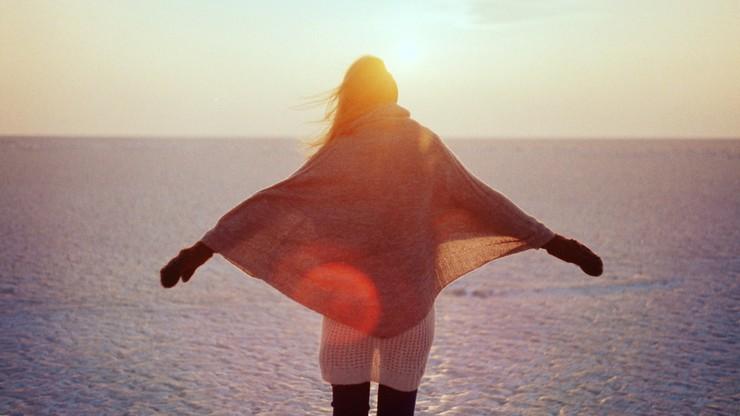 Kobieta krytykuje samą siebie średnio 8 razy dziennie. Wyniki badań