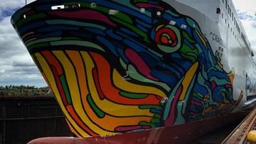 04-07-2017 14:58 Ogromna grafika wieloryba na promie Cracovia. Użyto 275 litrów farb w ośmiu kolorach