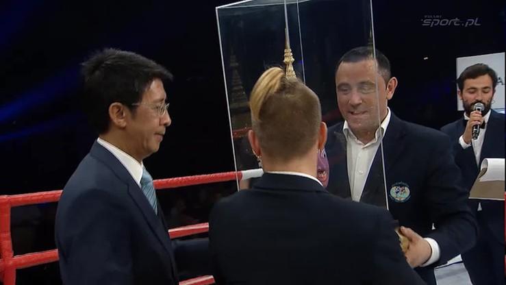 2015-10-24 Rafał Simonides - najlepszy polski zawodnik Muay Thai. Zobacz efektowną ceremonię