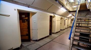 08-11-2016 13:31 Okradał więźniów i kolegów. Strażnik więzienny stanie przed sądem