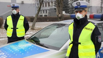 08-02-2017 15:07 Małopolscy policjanci dostali maski antysmogowe