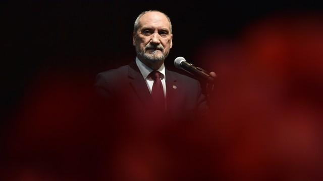 Macierewicz patriotą roku. Odbierając nagrodę dziękował rodzinie, politykom i o. Rydzykowi