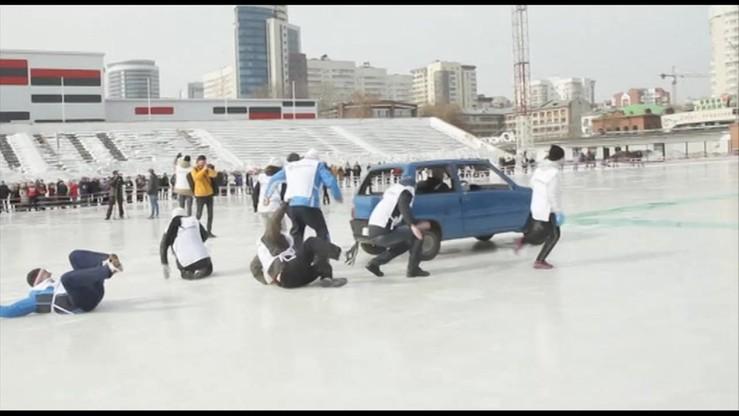 W Rosji rozegrano pierwsze zawody w... samochodowym curlingu