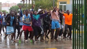 Calais: imigranci zgwałcili tłumaczkę. Zamykają obóz