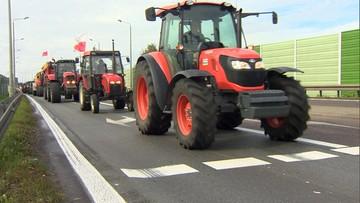 04-10-2016 12:22 Rolnicy protestują koło Białej Podlaskiej na drodze krajowej nr 2