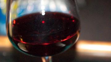 25-10-2016 18:57 Kobiety piją już prawie tyle samo alkoholu co mężczyźni. Nowe wyniki globalnych badań