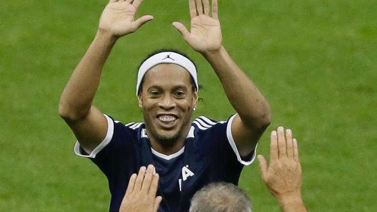Cyrkowa asysta Ronaldinho. Tego się nie zapomina! (WIDEO)