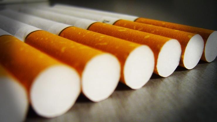 Przegląd prasy: wschodni dymek kusi palaczy