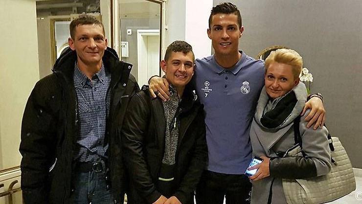 Ronaldo spotkał się w Warszawie z kibicem, któremu opłacił rehabilitację