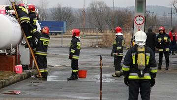 2017-02-18 Rozszczelnienie zbiornika z gazem na stacji paliw w Dzierżoniowie. Akcja strażaków