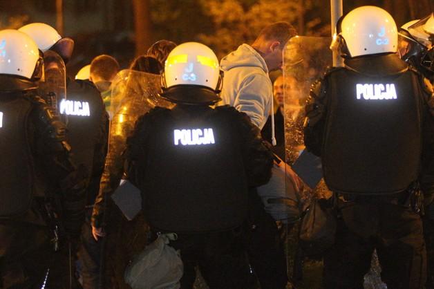 Policja: dotychczas 46 zatrzymanych po zamieszkach w Knurowie