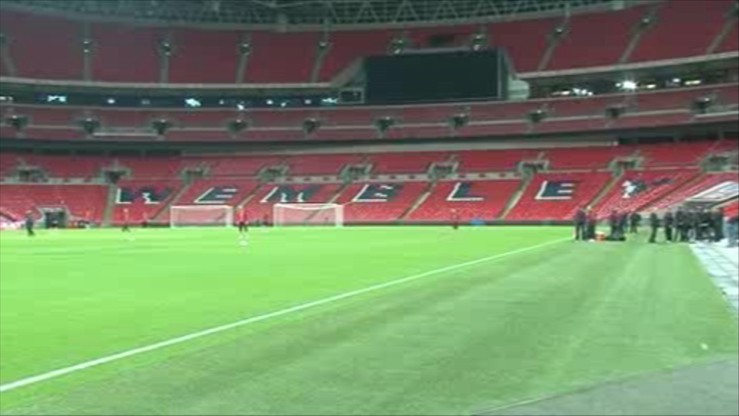 Uzbrojone patrole i wyrazy solidarności z Francją podczas meczu na Wembley. Angielscy kibice zaśpiewają Marsyliankę