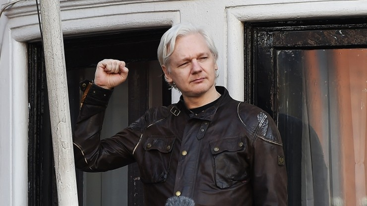 Assange cieszy się ze zwycięstwa, ale nie wiadomo czy opuści ambasadę w której się ukrywa