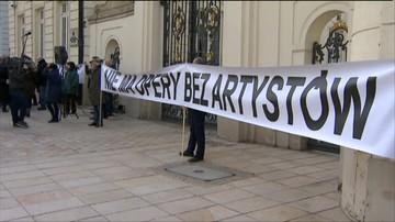 27-02-2017 17:13 Protest pracowników Warszawskiej Opery Kameralnej przeciw zwolnieniom