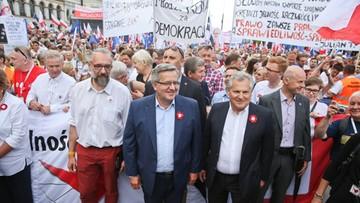 """04-06-2016 18:37 """"Byliśmy drugim sortem, jesteśmy teraz rebelią"""". Marsz KOD w stolicy"""