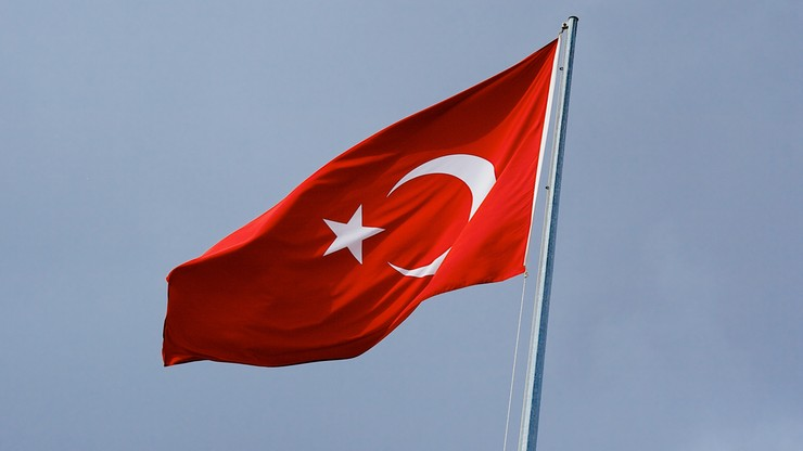 Turcja: w eksplozji samochodu pułapki w Izmirze zginęli policjant i pracownik sądu